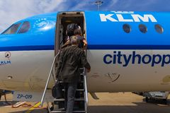 Reisende, die Air France KLM Cityhopper verschalen Stockfotografie