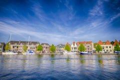 Reisende Konzepte Europas Linie von verschiedenen Yachten und von Reise-Booten Stockfotografie