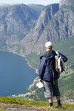 Reisender in den Bergen Stockfotos