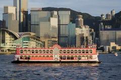 Reisender Hong Kong durch Kram-Boot Lizenzfreie Stockbilder