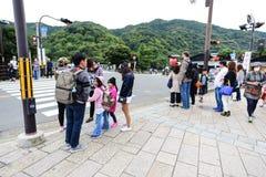 Reisender in Main Street bei Arashiyama Stockfotografie