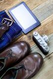 Reisender stellte mit Analog-Digital wandler, Entfernungsmesserkamera, woolen Strickjacke ein Stockfoto