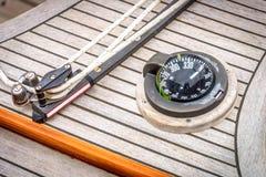 Reisender und Kompass Mainsheet lizenzfreie stockfotografie