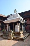 Reisender und nepalesische Leute bei Patan Durbar quadrieren Stockbild
