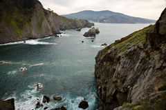 Reisendes Besuchs-San Juan de Gaztelugatxe auf atlantischer Küste, baskisches Land, Spanien Lizenzfreies Stockfoto