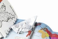 Reisenplanung (ein Notizbuch und eine Papierlieferung) Lizenzfreies Stockfoto
