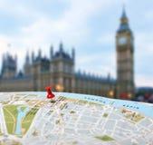 Reisenzieleinheit London-Kartenstoß-Stiftunschärfe Stockbilder