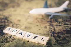 Reisetext mit Fläche auf Weinlesekarte für Reise die Welt lizenzfreie stockfotografie