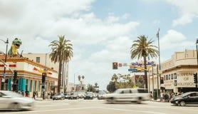 Reiseverkehr an den Kreuzungen auf Hollywood-Boulevard Los Angeles-Touristenattraktion in der Tageszeit E Lizenzfreie Stockfotos