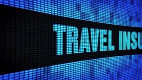 Reiseversicherungs-Seitentext, der LED-Wand-Anzeigetafel-Zeichen-Brett in einer Liste verzeichnet stock video