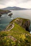 Reiseziel auf atlantischer Küste von San Juan de Gaztelugatxe, baskisches Land, Spanien Lizenzfreie Stockfotos