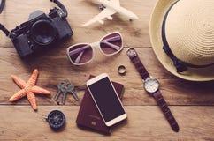 Reisezubehör kostümiert die Reisekosten Stockfotos