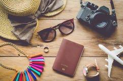 Reisezubehörkostüme Pässe, Gepäck, die Kosten von tra Lizenzfreie Stockbilder