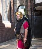 Reisgids als Roman Soldier in Chester de stad van de provincie van Cheshire in Engeland royalty-vrije stock foto