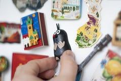Reisherinneringen, magneten op koelkast - grappige Tsjechische Mol stock fotografie