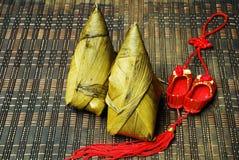 Reismehlkloß und chinesischer Knoten Lizenzfreies Stockfoto