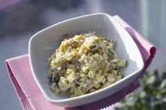 Reismeldesalat mit Mais und Gurke Lizenzfreies Stockbild
