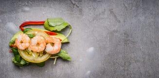 Reispapier rollt mit dem Gemüse und Garnele und kocht Vorbereitung, Draufsicht Lizenzfreies Stockbild