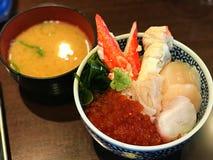 Reisschale der japanischen Krabbe mit Suppe stockbilder