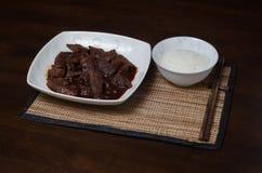 Reisschale mit Rindfleisch Lizenzfreies Stockfoto