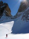 Reisskiër die in Chamonix beklimmen Stock Foto