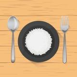 Reisteller auf hölzernem Hintergrund Stockbild