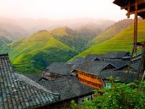 Reisterrassen und traditionelles Dorf Stockfotos