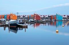Reitdiep jachthaven in Groninga prima dell'alba Immagini Stock