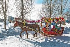 Reiten auf dem Fest des Karnevals Berdsk, Sibirien, Russ Stockfotos