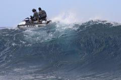 Reiten der Wellen Stockbild