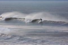 Reiten einer Welle Stockbilder