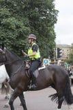Reitenpolizei während des zeremoniellen Änderns des Londons schützt, London, Vereinigtes Königreich Lizenzfreie Stockbilder