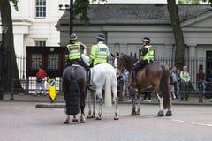 Reitenpolizei während des zeremoniellen Änderns des Londons schützt, London, Vereinigtes Königreich Stockbild