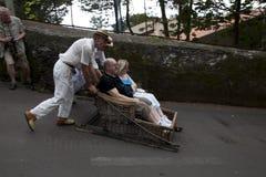 Reitenschlitten der Leute in Madeira stockbilder