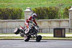 Reiter mit dem Viererkabel auf 2 Rädern Stockbild
