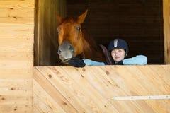 Reiter mit einem Pferd stockfoto