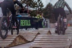 Reiter nehmen an Sheffields Howard Street Dual - 2019 teil stockfoto