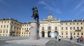 Reitermonument zum Kaiser Peter der Große im Quadrat vor dem Konstantinovsky-Palast im Zustands-Komplex 'Palast lizenzfreies stockfoto
