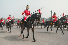 Reitersoldaten, die hinunter Raj Path, Neu-Delhi in der Vorbereitung vorführen Stockfotografie