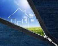 Reißverschluss geöffnete Landschaft mit Haus Lizenzfreies Stockfoto