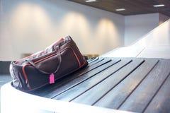 Reivindicação da bagagem do aeroporto imagens de stock