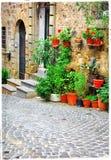 Reizend alte Straßen von italienischen Dörfern Stockfotografie