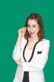 Reizend asiatische Geschäftsdame mit Gläsern lizenzfreies stockbild