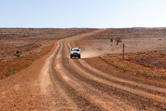 Reizend Binnenland Australië - Vierwielige Aandrijving stock foto