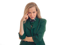 Reizend blonde Geschäftsfrau, welche die Kamera betrachtet Lizenzfreie Stockbilder