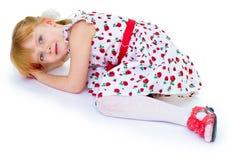 Reizend blonder Blick des kleinen Mädchens. Stockfotografie