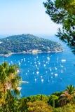 Reizend Bucht auf dem Taubenschlag d& x27; Azur im Villefranche-sur-Mer, Frankreich lizenzfreies stockfoto