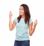 Reizend erwachsene Frau mit Glückzeichen Stockfotografie