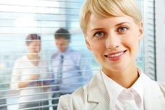 Reizend Geschäftsfrau Lizenzfreies Stockfoto