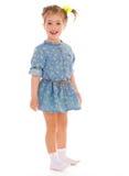 Reizend kleines Mädchen, das Spaß spielt und hat. Lizenzfreies Stockfoto